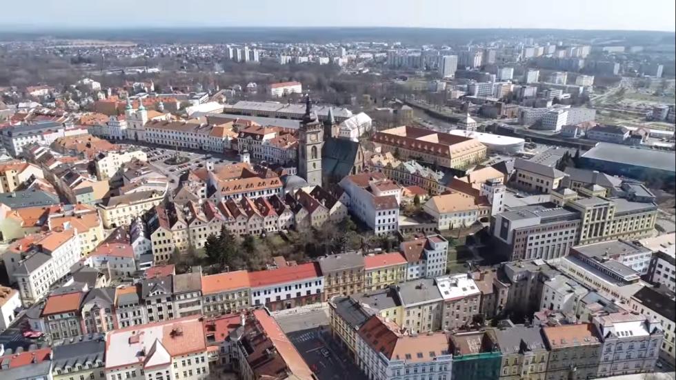 Jarní Hradec z ptačí perspektivy