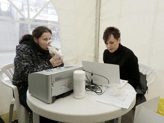 Spirometrické vyšetření plic na Baťkově náměstí v Hradci Králové.