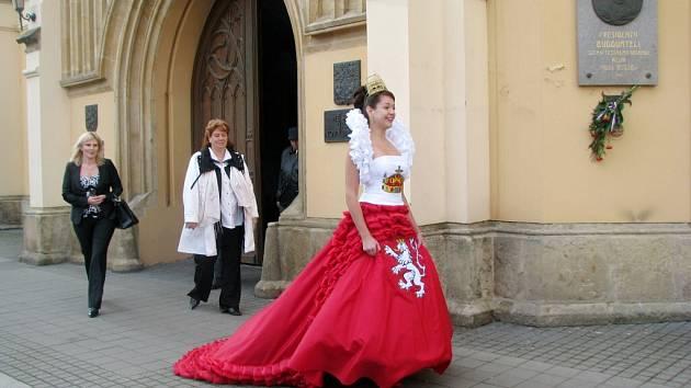 Zuzana Česáková jako královna v Novém Bydžově.