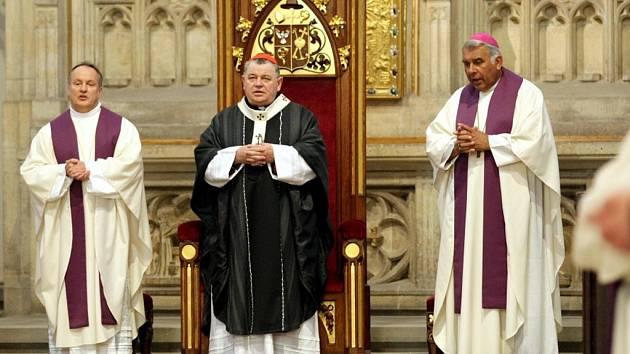 Zádušní mše za zesnulého Karla Otčenáška v královéhradecké katedrále sv. Ducha.