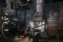 Požár chatky napáchal škodu za 400 000 korun.