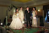 """Své """"ano"""" si na hradeckém svatebním veletrhu řekli Jiří a Marie Petrovičtí (leden 2011)."""