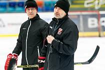 Václav Sýkora u extraligového týmu hokejistů Mountfieldu HK.