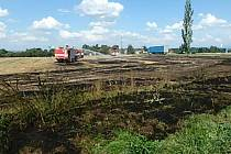 Požár na poli u Holohlav.