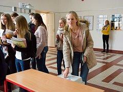 Ve druhém kole studentských prezidentských voleb odvolili i studenti hradeckého gymnázia.