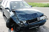 Dopravní nehoda dvou osobních automobilů a čtyř cyklistů na silnici E67 v Předměřicích nad Labem.