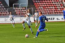 Fotbalová FORTUNA:NÁRODNÍ LIGA: FK Slavoj Vyšehrad - FC Hradec Králové.