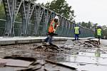 Rekonstrukce mostu u Vysoké nad Labem, 17. srpna 2010.