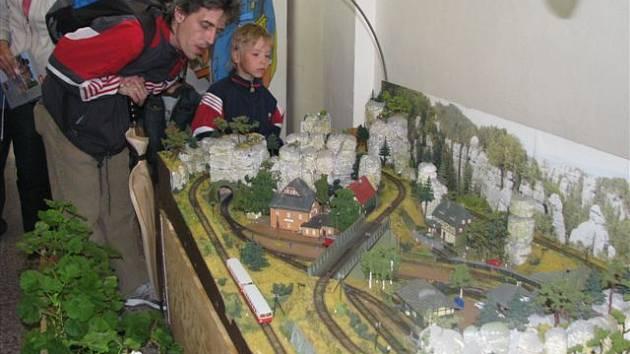 Setkání přátel skutečné i modelové železnice TT víkend se ve Všestarech konalo už podesáté.