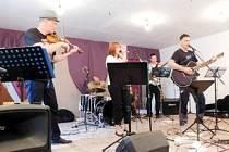 Hudební festival v Čistěvsi: Trijo.
