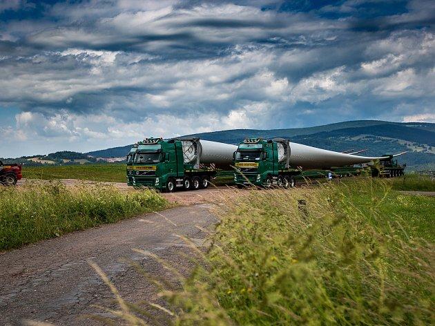 Stavba nové větrné elektrárny ve Zlaté Olešnici na Trutnovsku,