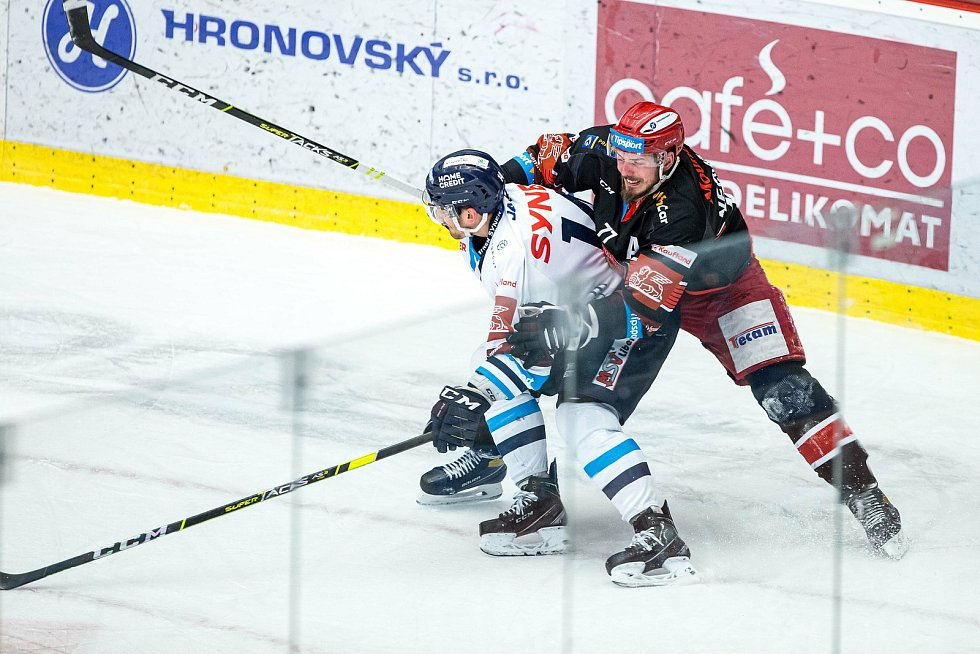 Čtvrtfinále play off hokejové extraligy: Mountfield HK - Bílí Tygři Liberec.