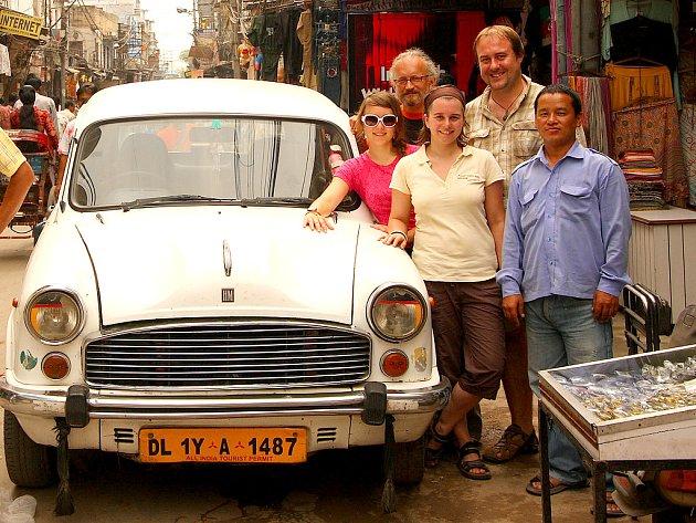 Cestovatelský tým dorazil na místo.