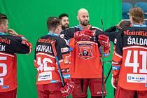 ŠÉF TÝMU. Hradecké hokejisty povede nadále jako kapitán Radek Smoleňák.