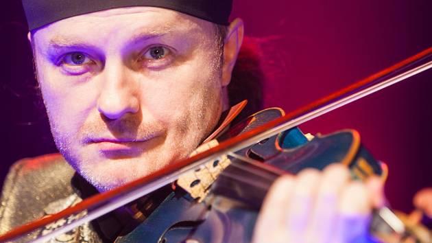 Houslový virtuos Pavel Šporcl v kongresovém centru Aldis v Hradci Králové.