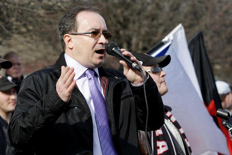 Na Masarykově náměstí promluvil také předseda DSSS Tomáš Vandas