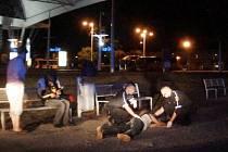 Záchrana života napadeného muže u Terminálu hromadné dopracvy v Hradci Králové.