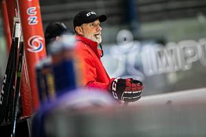 STYL NEZMĚNÍ. Trenér Tomáš Martinec chce hradeckému týmu opět vštípit bruslivý hokej.