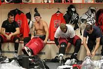 Příprava hokejistů Mountfield HK na trénink.