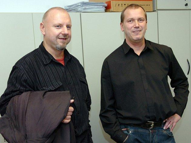 Ředitel Českého rozhlasu Hradec Králové Jiří Kánský a divizní šéfredaktor Jan Korbel (vpravo)