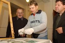 Předáváni pokladu do hradeckého muzea