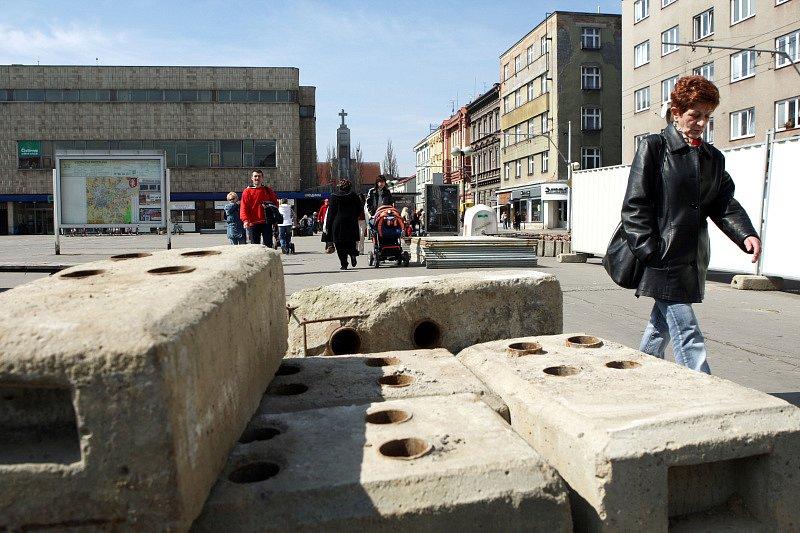 Stavba obchodního centra Amadeus v Hradci Králové