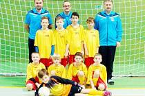 Celek OFS Hradec Králové U10 na turnaji zimní halové ligy v Jaroměři.