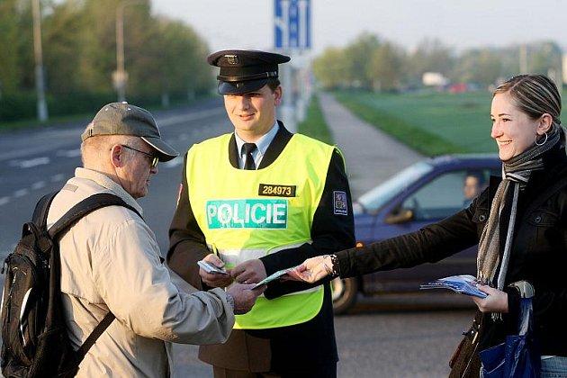 Zebra se za tebe nerozhlédne, znělo po dva dny z úst policistů na Hradecku, kteří se zapojili do stejnojmenné celorepublikové kampaně.
