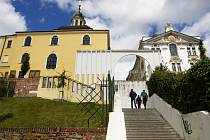 Gočárovo schodiště Na Kropáčce v Hradci Králové.