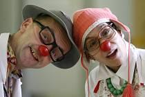 Zdravotní klauni Veronika Bartošová a Ivo Farský alias sestra Obroučková a doktor René Parník.