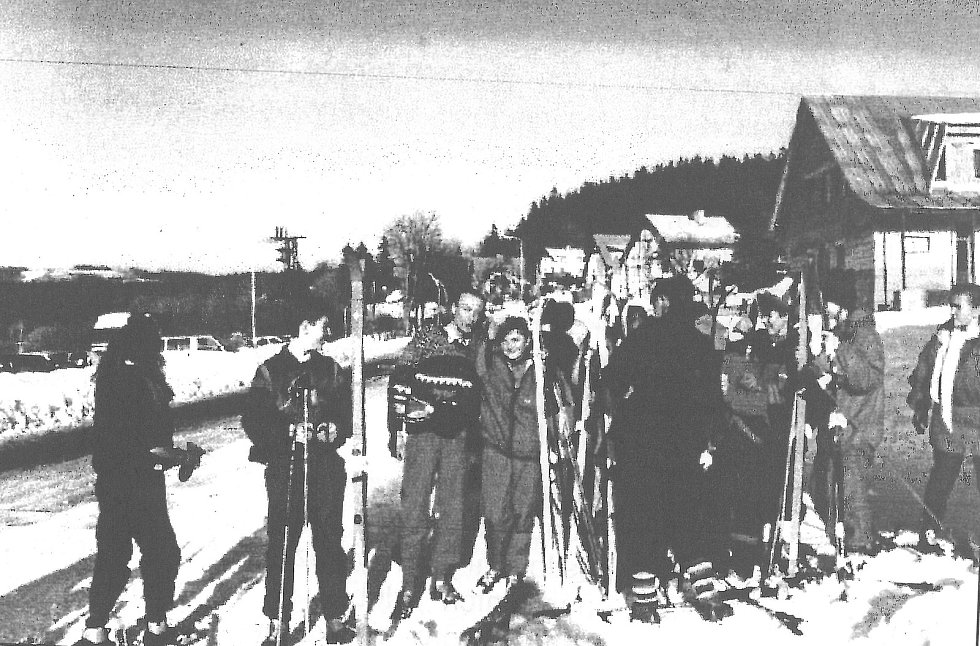 První lyžařský výcvik konaný roku 1993.