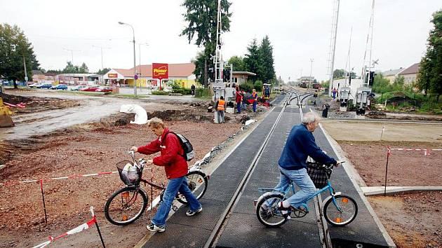 Rekonstrukce železničního přejezdu v Novém Bydžově.