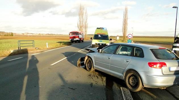 Dopravní nehoda dvou osobních automobilů u obce Lhota pod Libčany.