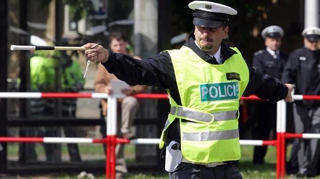 Soutěž dopravních policistů v řízení křižovatky v Hradci Králové.