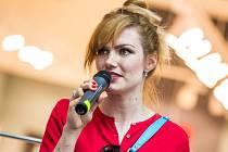 Biatlonistka Gabriela Koukalová představila svou knihu Jiná v obchodním centru Aupark v Hradci Králové.