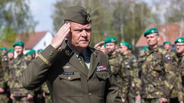 Náčelník generálního štábu Armády ČR Josef Bečvář při návštěvě hradecké Agentury vojenského zdravotnictví.
