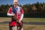 Miroslav Lidinský, bývalý voják, se po zranění v Afghánistánu věnuje paralympijským sportům, jako je lyžování, golf a nově i střelba.