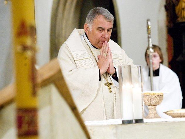 Mše svatá sloužená pomocným biskupem Josefem Kajnekem v královéhradecké katedrále sv. Ducha.