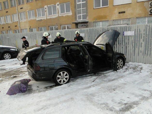 Požár osobního automobilu v hradeckých Kuklenách.