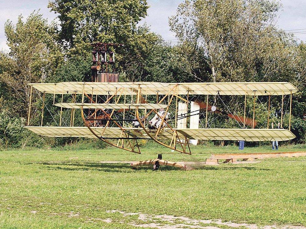 Letadlo Wright vzlétlo pomocí katapultu