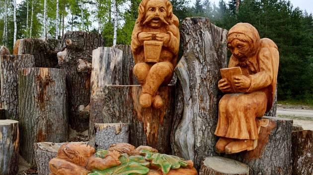 Hmyzí rodinka na takzvaném broukovišti nedaleko oblíbené lesní cesty Hradečnice.