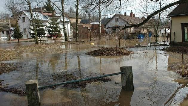 Povodně v obci Rodov na Hradecku.