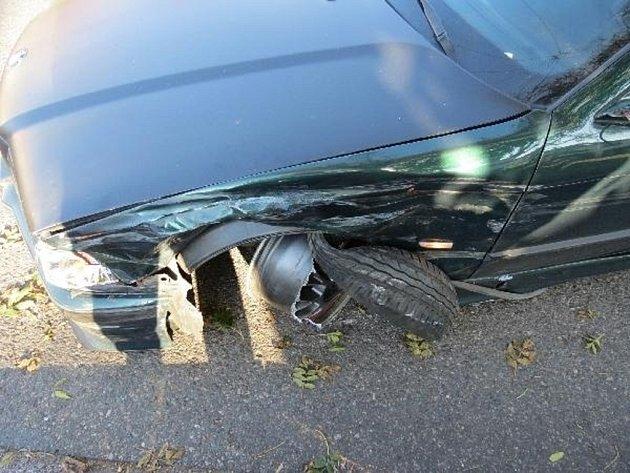 Za volantem s alkoholem. Žena nabourala dvě auta.