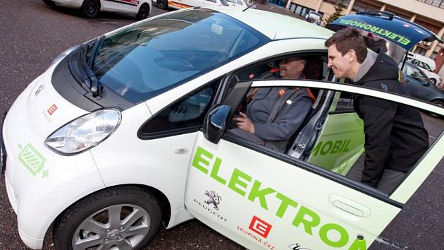 Elektromobil Peugeot iOn Cargo.