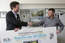 ECE Projektmanagement Praha věnuje fanklubu Votroci 2000 finanční dar 60 000 korun na výjezd fanoušků na utkání FK Teplice vs. FC Hradec Králové.