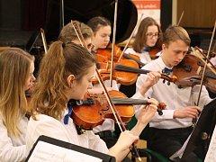 Smiling String Orchestra během krajského kola soutěže uměleckých škol v kategorii Hra smyčcových orchestrů.