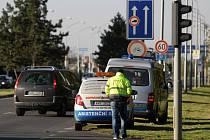 Křižovatka Rašínovy třídy a Veverkovy ulice v Hradci Králové a jedna z dopravních nehod v tomto místě.