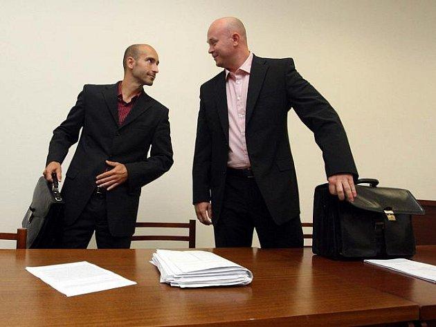 Právníci Petr Moník (vlevo) a Kamil Podroužek.