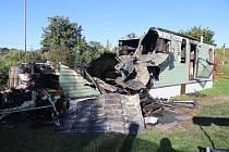 Plameny zničily mobilheim v Lejšovce, obyvatelku zachránil soused