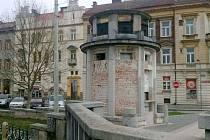Kiosek na Pražském mostě v Hradci Králové.